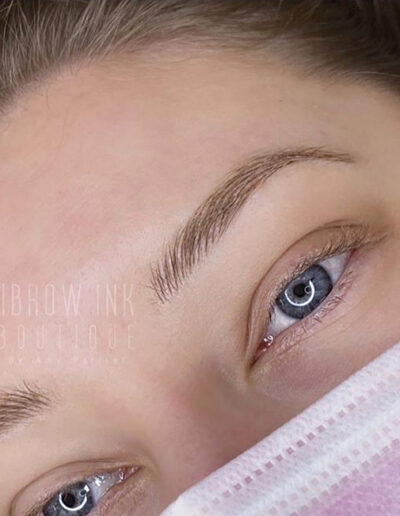 Microblading neat brows
